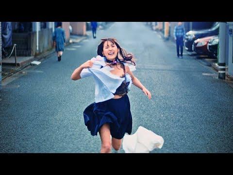 スパガ浅川梨奈が制服を破り捨てながら全力疾走!スマホゲームアプリ「放置少女」新テレビCM