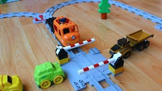 Поезда мультики про машинки игрушки: Шлагбаум. Cars Trains toys videos for children: Railway barrier