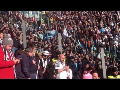 Leonardo Bonucci applaude e si inchina a fine partita verso la Curva della Lazio (coro per Matteo)