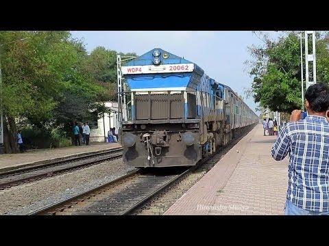 [IRFCA] Dusty Show I - WDP4 22685 YPR - CDG Karnataka Sampark Kranti at its best