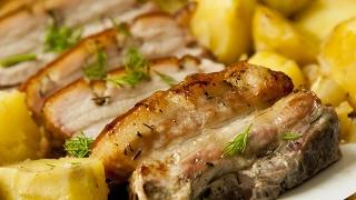 Свиная грудинка с печеным картофелем