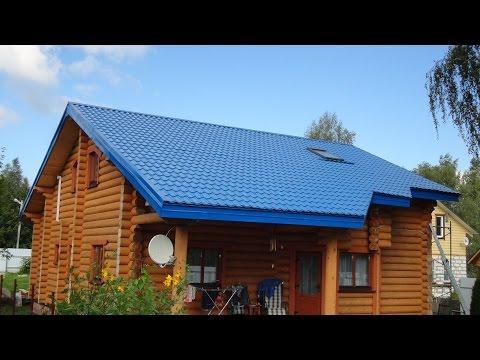 Подшивка свеса крыши дома из оцилиндрованного бревна.