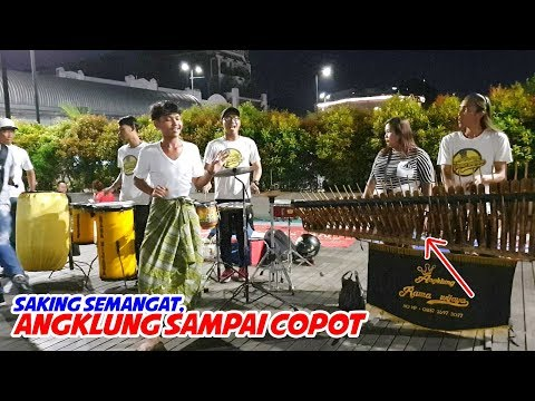 Meriah!! Angklung Jakarta Mirip di Malioboro