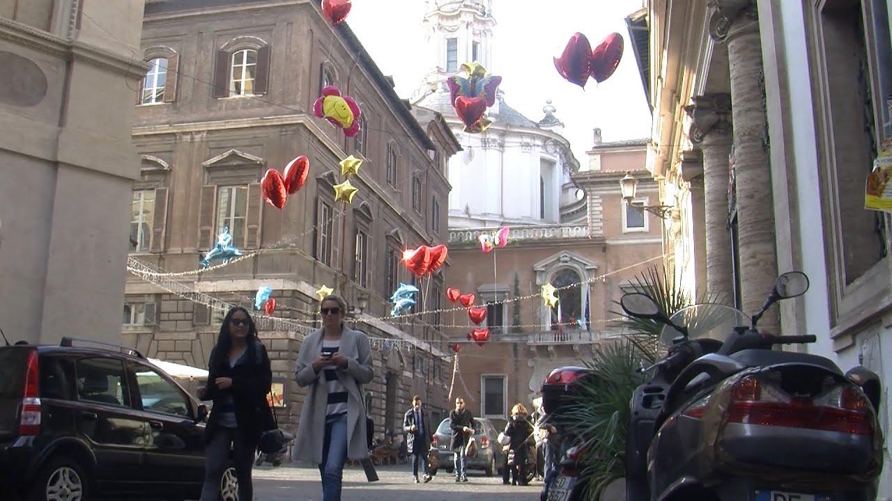 A roma decorazioni natalizie alternative ma via del corso for Bershka roma via del corso