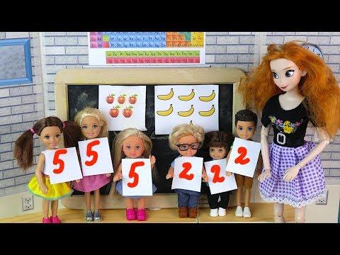 видео: ДЕВОЧКИ ПРОТИВ МАЛЬЧИКОВ Мультик #Барби Про школу Играем в куклы