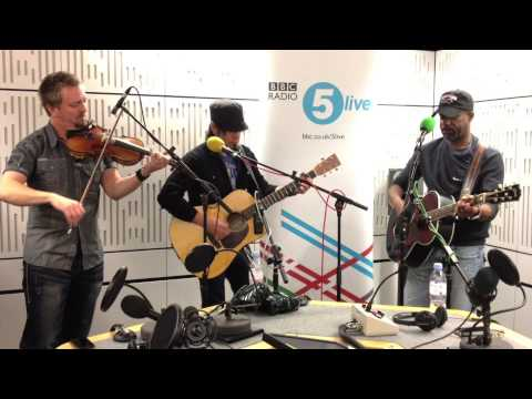 Darius Rucker sings Wagon Wheel on Danny Baker's BBC 5Live show.