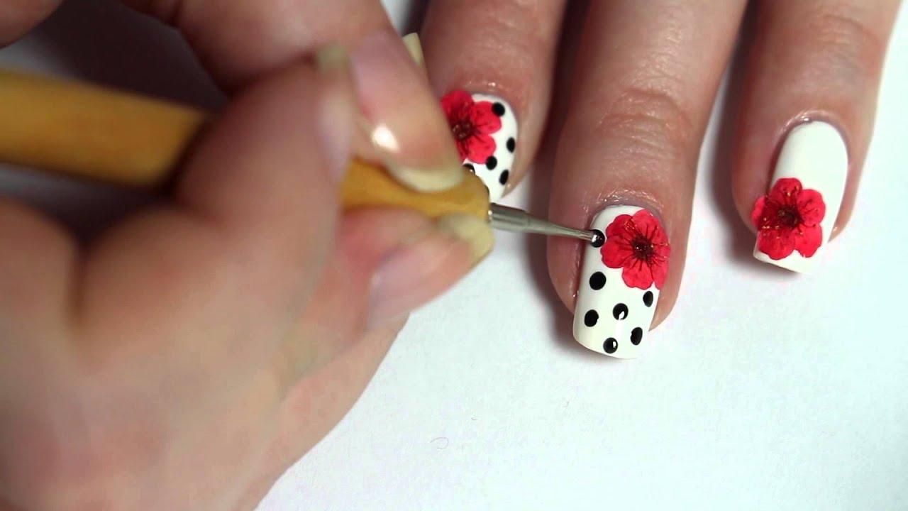 Des ongles fleuris nail art de printemps youtube - Nail art printemps ...
