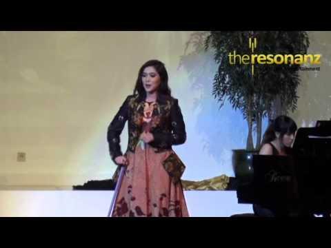 Isyana Sarasvati- Tu la miastellasei   The Rising Stars Concert