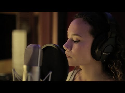 Tus Ojos Brillantes (Featuring Riley) Official Video by Jeff Zucker