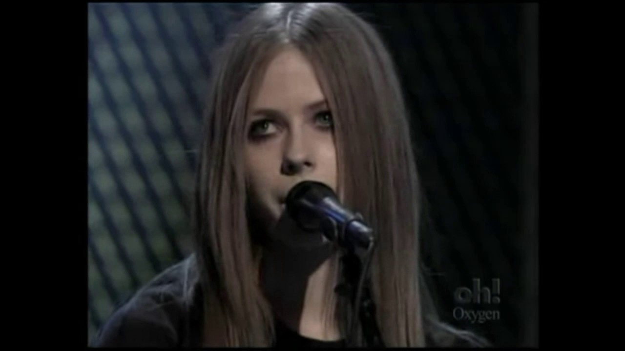 Avril Lavigne - Complicated (Acoustic 04/11/2003) - YouTube