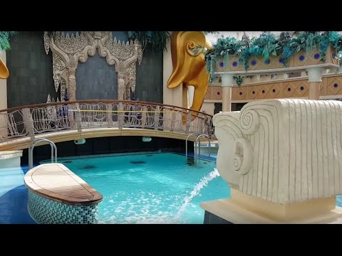 Main Pool & Solarium on Royal Caribbean Serenade of the Seas