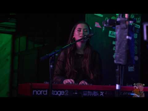 Jasmine Thompson - Mad World (live @ the Studio 5/23/17)