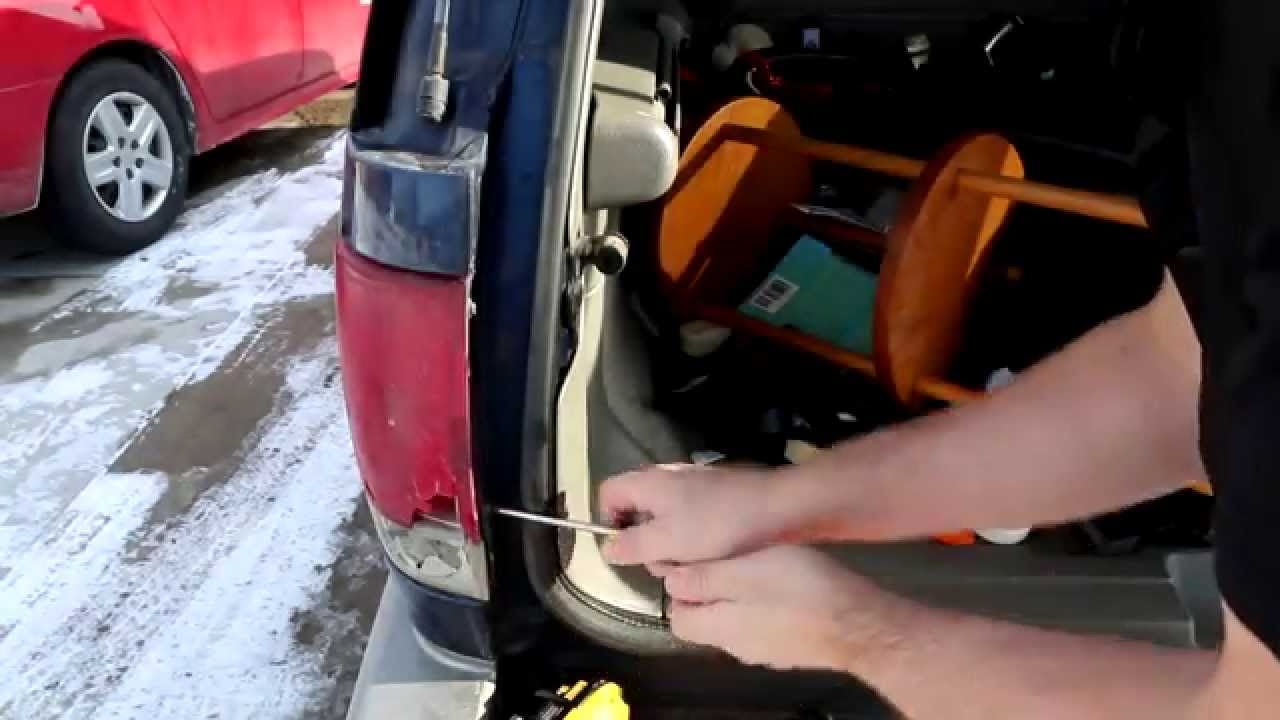 maxresdefault how to remove and replace tail light assembly chevrolet blazer 2003 chevy trailblazer tail light wiring harness at mifinder.co