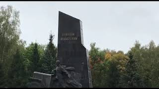 Памятник советским воинам-водителям, погибшим во время Великой Отечественной войны.