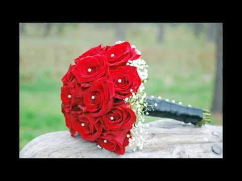 white-and-red-rose-bridesmaid-bouquets