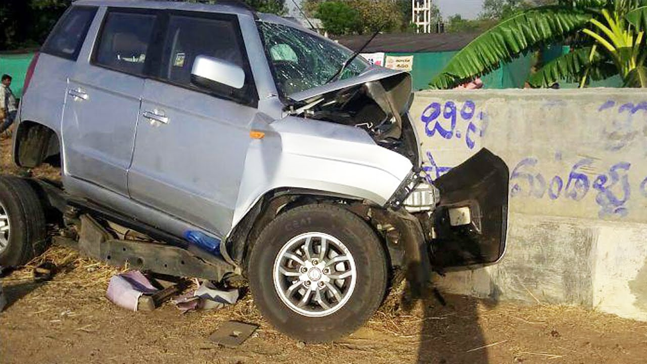 Latest Car Accident Of Mahindra Tuv 300 In India Road