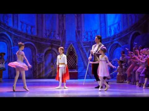 """Детский балет """"Щелкунчик"""". Встреча во дворце"""