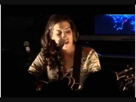 Rare - Amy Winehouse - I heard love is blind - live acoustic- 2003
