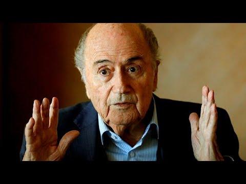 """""""Sou apenas um fã"""": Blatter em Moscovo para ver a bola"""