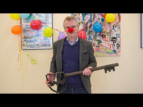 Bürgermeister Frank Stein zeigt dem Virus die rote Nase