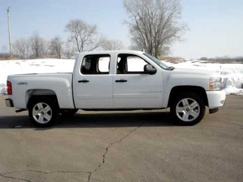 chevy silverado 1500 video walk around from runde chevrolet in east dubuque il youtube. Black Bedroom Furniture Sets. Home Design Ideas