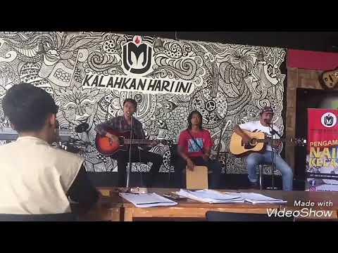 penampilan musisi jalanan yg lolos audisi supercard jabodetabek II di IMJ Depok