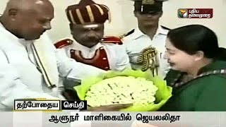 Jayalalithaa arriving at the governor's bungalow