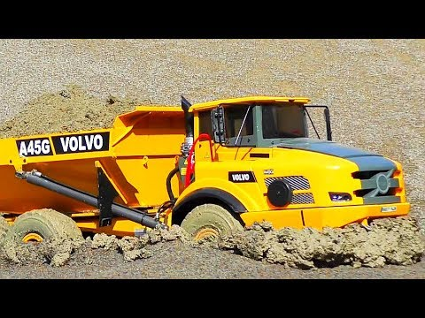 RC CONSTRUCTION MACHINES! COOL RC VEHICLES AND TURCKS AT WORK IN THE MUD!