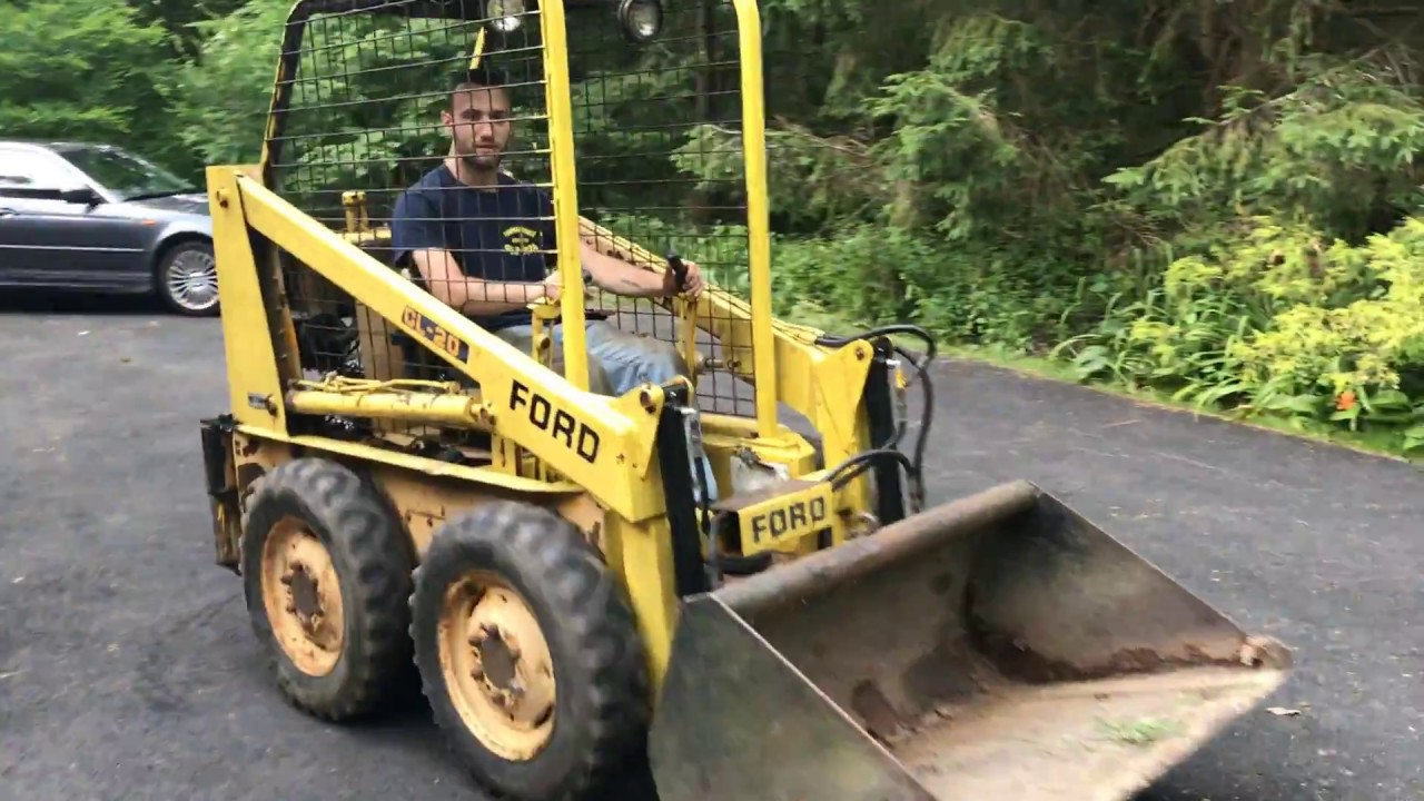 Skidsteer Ford CL-20 new engine install