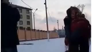 Прикол. девушке холодно. Чеченский прикол.