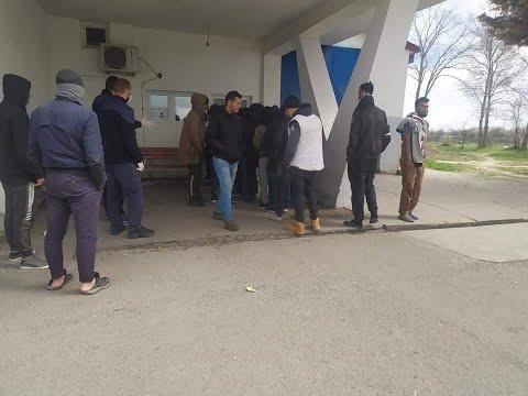 إضراب اللاجئين العرب العالقين في صربيا بسبب رداءة الطعام  - 15:02-2020 / 4 / 1