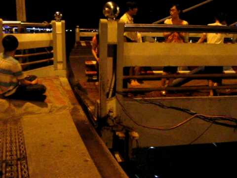 Cầu sông Hàn đang quay