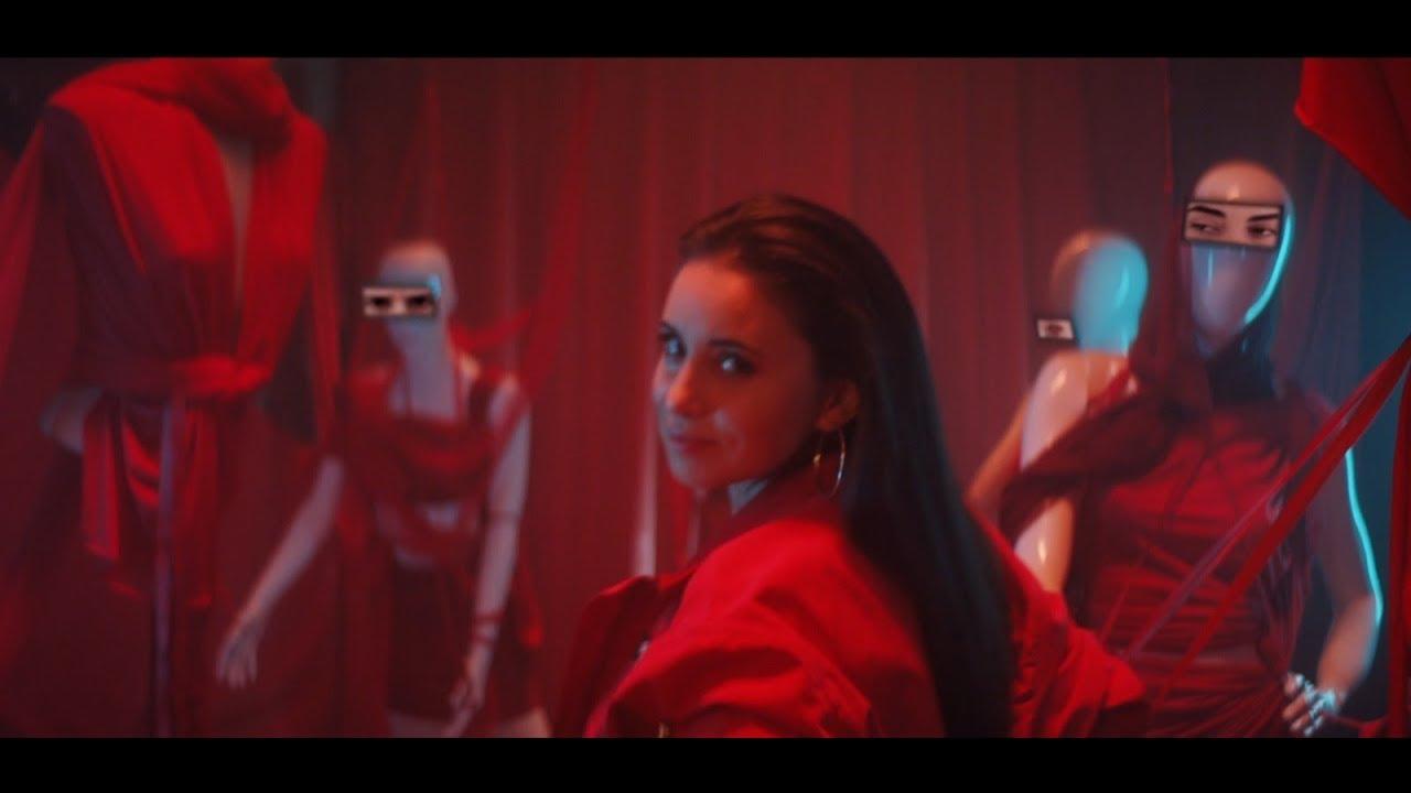 Sezen Aksu - Karşıyım (Official Video)