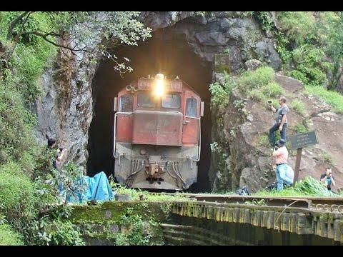 Trem ALL Dupla de GT22 Ferrovia Curitiba / Paranaguá saindo do túnel no Viaduto Carvalho