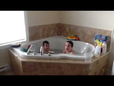 """Noah y Zacharie """"Vamos a la playa!"""""""