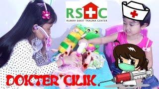 Jessica Jenica Main DOKTER DOKTERAN 💖 ADIK BAYI Jatuh di TAMAN BERMAIN 💖 Mainan Anak Lets Play