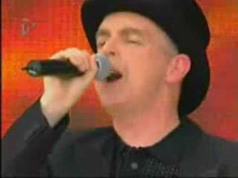 Pet Shop Boys - West End Girls (Live T4 On The Beach)