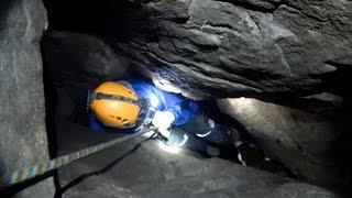 Extrem enge Höhlenbefahrung mit Geocache | Riesenturmhöhle Elbsandsteingebirge