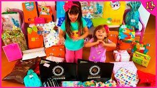 Laurinha em Abrindo Presentes de Aniversário de 6 Anos - Festa da lol Surprise