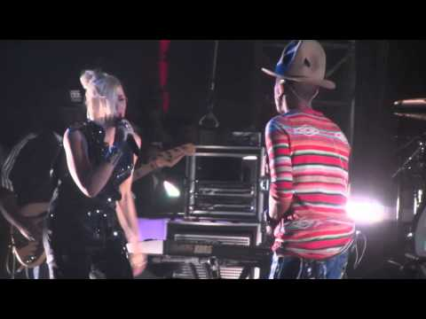 Pharrell Williams w/ Gwen Stefani - Hollaback Girl - Live @ Coachella Festival 4-12-14 in HD