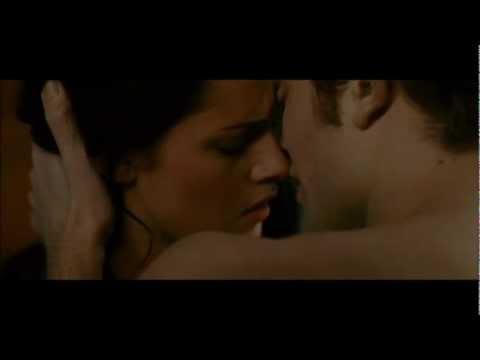 Bella and Edward Kiss Volterra