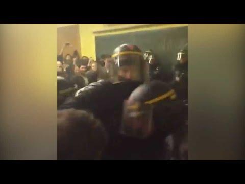 Les CRS évacuent les étudiants qui occupaient la Sorbonne
