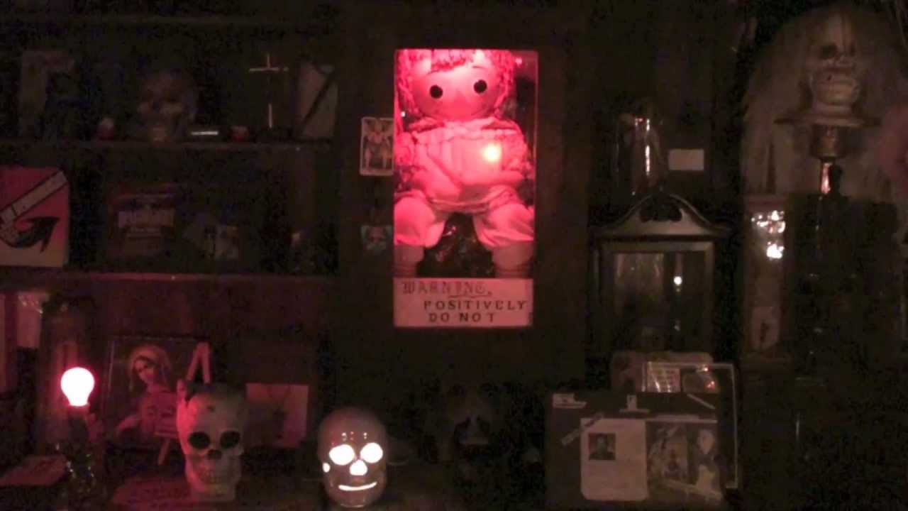 The Conjuring Occult Museum Annabelle Tour With Lorraine