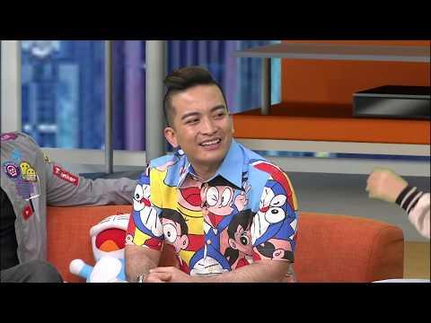 Motif Viral: Pengantin Bersanding Pakai Baju Doraemon?
