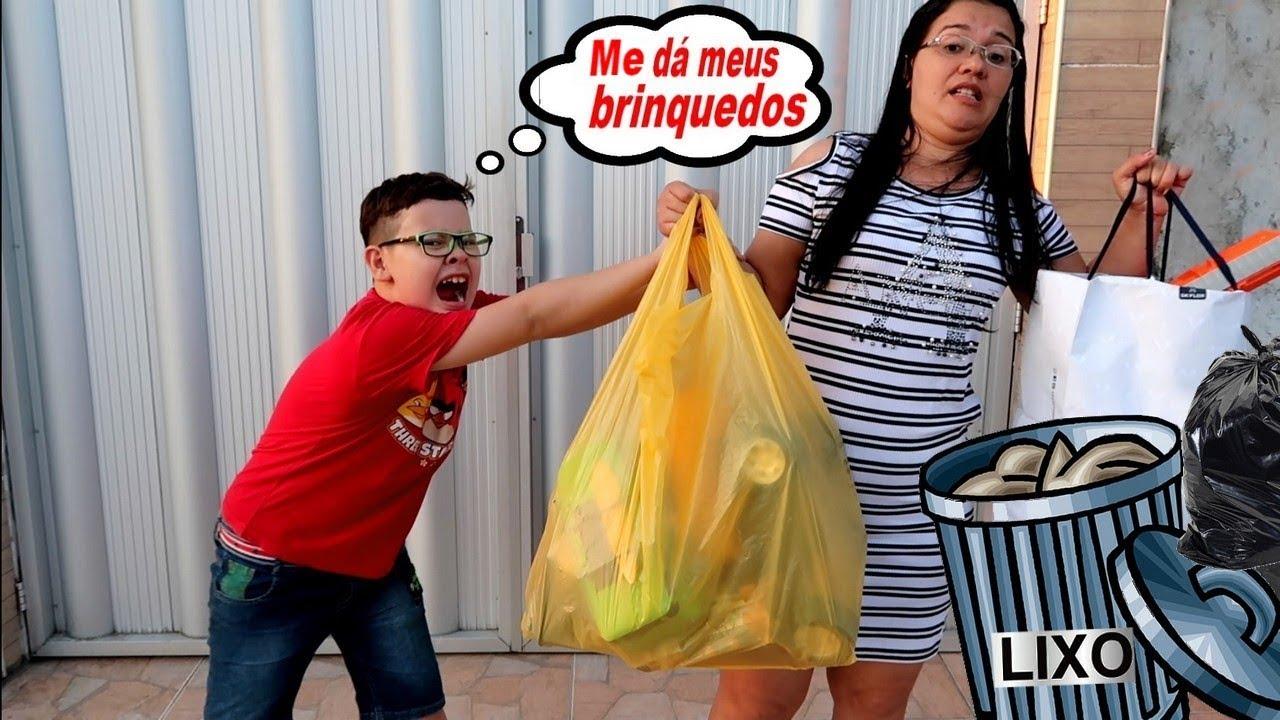 TROLLEI O IGOR JOGANDO OS BRINQUEDOS DELE NO LIXO image