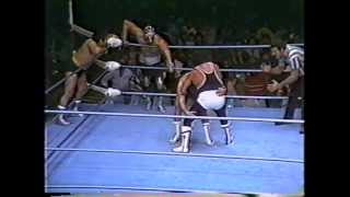 Mil Mascaras, Mando Guerrero, Carlos Mata vs The Twin Devils, Colosso Colosetti - Olympic Auditorium