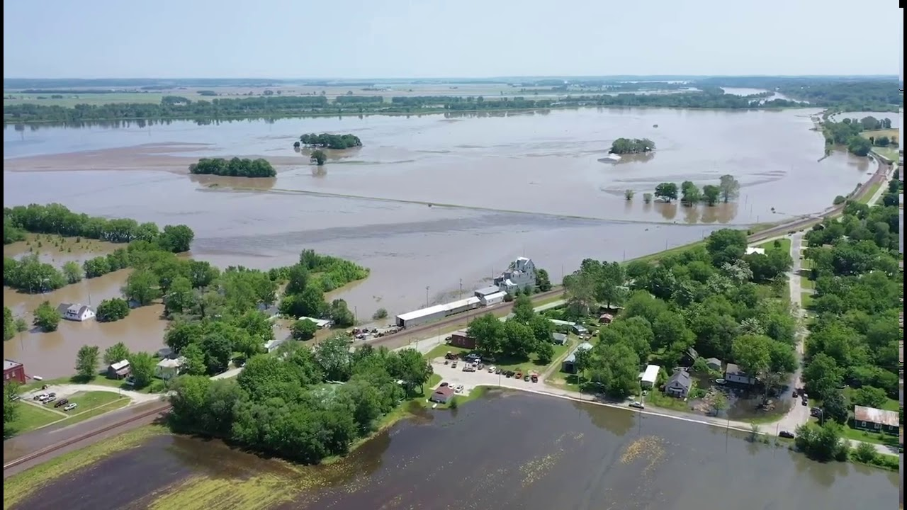 'Large' Levee Breach Causes Flooding in Missouri's Jackson County