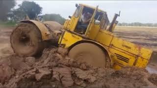 Вот это МОЩЬ! Трактор на бездорожье. Легендарный Трактор застрял в грязи. Внедорожники offroad