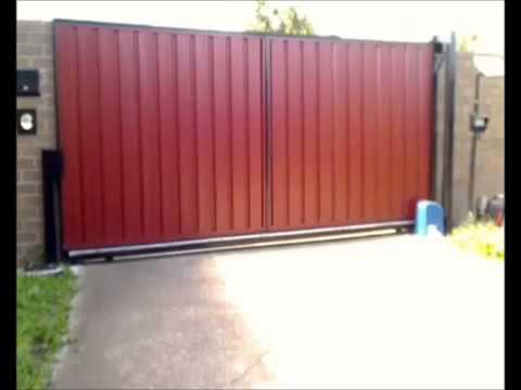 Откатные ворота по накотному ролику с использование монорельсы.