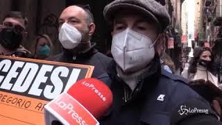 San Gregorio Armeno, la protesta degli artigiani: «Costretti a chiudere»